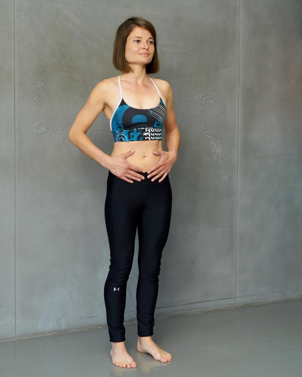 2-3 tiefe Atemzüge in den Bauch